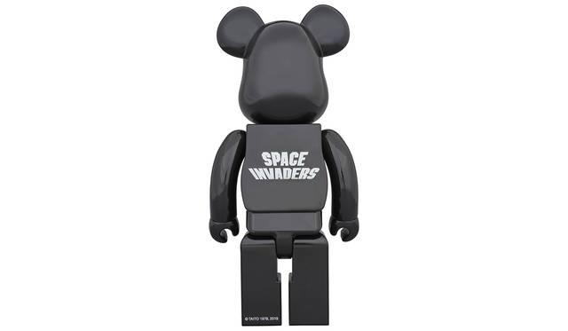 「BE@RBRICK SPACE INVADERS 400%」は全高約280mm。3月24日(日)00:00~4月10日(水)23:59、メディコム・トイ直営各店舗及びオンラインストア各店、他一部店舗にて注文受付。9504円。8月発売・発送予定。※詳細は www.medicomtoy.co.jp/ にて。