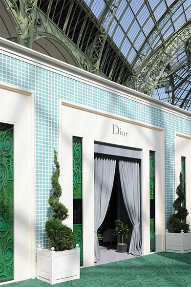 <strong>La Biennale Paris|パリ・ビエンナーレ 2014</strong><br /><br />Dior|ディオール<br /><br />ディオールのエントランス