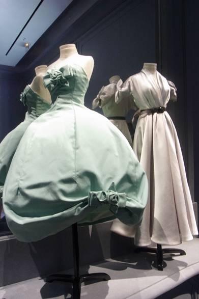 <strong>La Biennale Paris|パリ・ビエンナーレ 2014</strong><br /><br />Dior|ディオール<br /><br />50年代クチュールドレスのミニチュア(高さ30㎝)