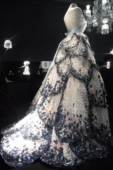 <strong>La Biennale Paris|パリ・ビエンナーレ 2014</strong><br /><br />Dior|ディオール<br /><br />ムッシューディオールのクチュールドレス