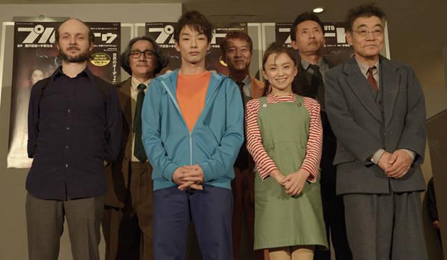左から、演出家のシディ・ラルビ・シェルカウイ、吉見一豊、森山未來、寺脇康文、永作博美、松重豊、柄本明