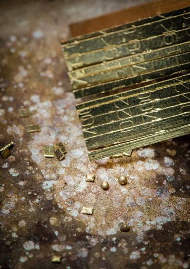 "<strong>トラディション</strong></br> ケース|ダイヤモンド付き18Kホワイトゴールド、ダイヤモンド付き18Kピンクゴールド<br/> サイズ|縦22×横27mm<br/> ムーブメント|クォーツ(Cal.50P)<br/> ストラップ|18Kホワイトゴールド、18Kピンクゴールド<br/> 防水性|3気圧<br/> 発売|未定<br/> 税込予価|777万6000円(ホワイトゴールド)、756万円(ピンクゴールド)(直営ブティック限定)<br/><br/> ピアジェ カスタマーデスク</br> <span class=""text-freedialicon"">0120-73-1874</span></br>http://www.piaget.jp<br/>"