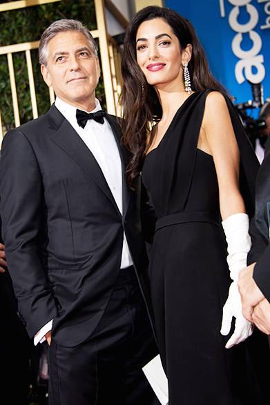 <strong>Amal Clooney|アマル・クルーニー</strong><br><br>ブラックのディオールのドレスに白のロンググローブ。タキシード姿のジョージ・クルーニーとのコーディネートも秀逸。<br>