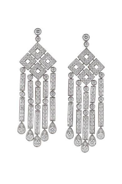 <strong> Tiffany & Co.|ティファニー</strong><br><br>1920年代からインスパイアされた「ティファニー ジャズ」。<br><br>© Tiffany & Co.