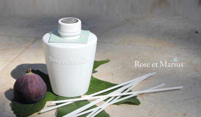 ディフューザーの香りはロゼワイン、ローズ、イチジク、菩提樹、プラタナスの5種類