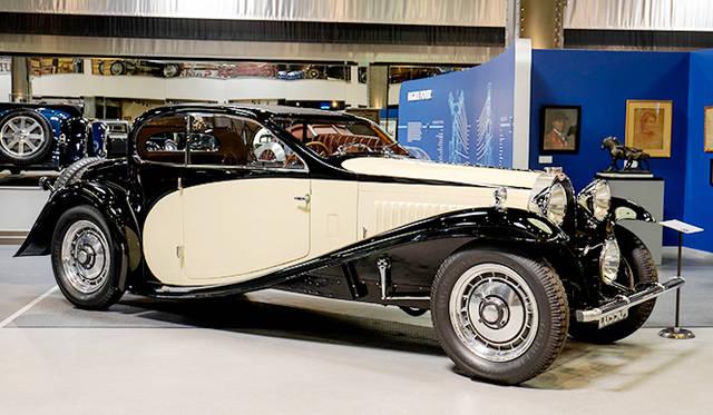 タイプ46(31年)は当時プチ・ロワイヤルとも呼ばれた高級車だが大きな傾斜のウィンドシールドなど速度を感じさせるスタイリング