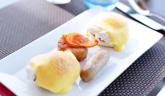 朝食の人気メニュー「エッグベネディクト」