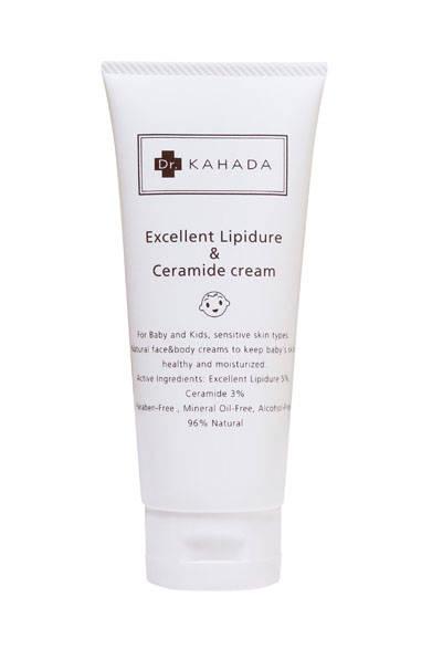 新処方リピジュア®5%、新処方セミド(SK-influx)3%(いずれも肌のうるおい成分)を配合したボディ&フェイスクリーム。顔や身体など全身をしっかり保湿し、肌トラブルのないすこやかな肌へと整える。メイクがよれにくく下地としても使用可。肌のバリア機能を高め、アトピーなどの敏感肌の方のためのシンプル処方。皮膚科医によるアレルギーテスト済み。アルコール、パラベン、鉱物油無添加。植物由来原料96%配合。フェイス&ボディクリーム「カハダ EXLクリーム」4860円(100g)