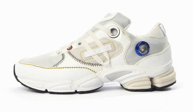adidas by RAF SIMONS Autumn/Winter 2015-16「adidas by RAF SIMONS Ozweego Robot(オズウィーゴ ロボット)」