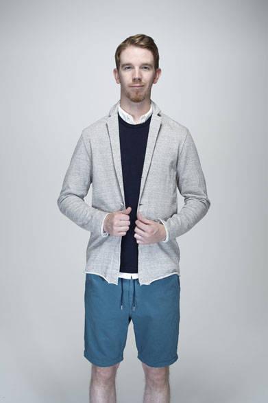 ジャケットカーディガン1万8900円、ウールウォッシャブルTシャツ1万2960円、ショーツ1万9440円