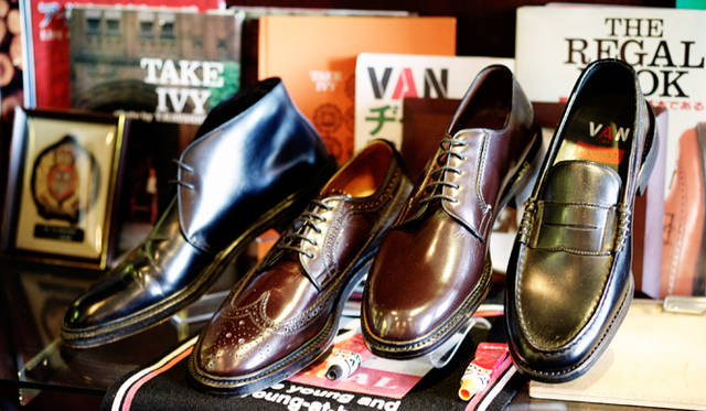 紳士靴がファッションとして認知される経緯となった「ヴァン・リーガル」