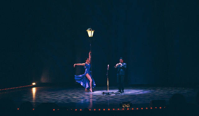 藤枝伸介のアルトサックスととダンサーのPiPPiのセッション