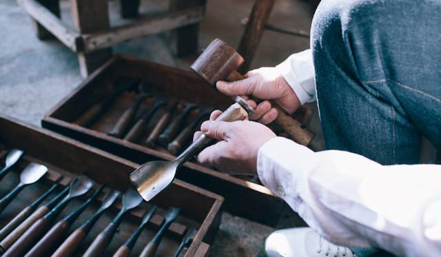 何十年と使い込まれ、大事に扱われていることが一目でわかる仕事道具。これほど美しいものもないだろう