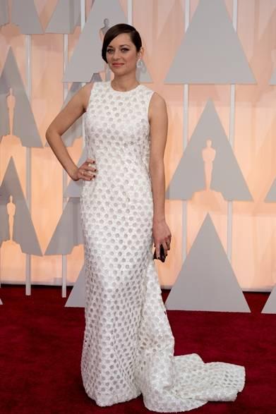 <strong>Marion Cotillard|マリオン・コティヤール</strong></br></br>  映画『サンドラの週末』で主演女優賞にノミネートされたマリオン・コティヤール。</br></br>  ドレス:ディオールクチュール</br> イヤリング:ショパール