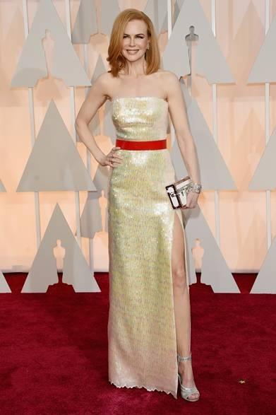 <strong>Nicole Kidman|ニコール・キッドマン</strong></br></br>  ドレス、サンダル&クラッチ:ルイ・ヴィトン</br> ジュエリー:ハリー・ウィンストン