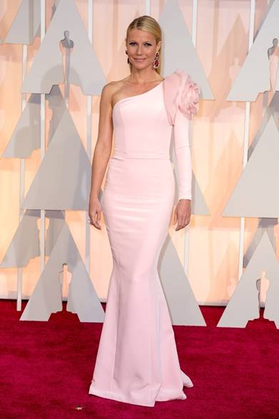 <strong>Gwyneth Paltrow |グウィネス・パルトロー </strong></br></br>  プレゼンターを務める女優のグウィネス・パルトロー。</br></br>  ドレス:ラルフ&ルッソ