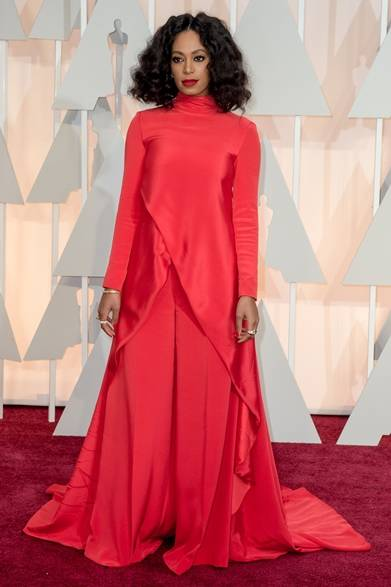 <strong>Solange Knowles  ソランジュ・ノウルズ</strong></br></br>  ドレス:クリスチャンシリアーノ</br>