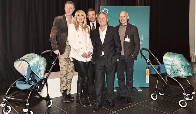 (左より)バガブーの創業者/チーフデザイナーのマックス・バレンブルグ、バガブーのチーフ・マーケティング・オフィサーのマデレーン・クラーセン、ゴッホ美術館館長のアクセル・リューガー、ゴッホの甥の孫/ゴッホ美術館の顧問ウィレム・ヴァン・ゴッホ氏、バガブーの創業者のエドュアルト・ザーネン
