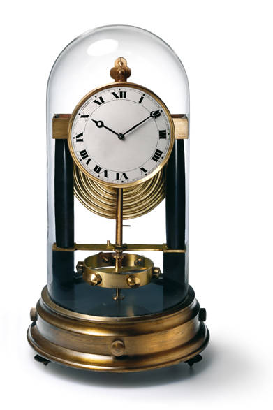 1928年にジャン・レオン・ルターが発明し、その後ジャガー・ルクルトが開発・製造したアトモス。この時計は温度のわずかな変化をエネルギーに変え、永久に動き続けるという同社を代表するコレクションのひとつ