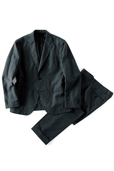 ジャケット5万2920円、トラウザーズ3万240円(ともにマーガレット・ハウエル)