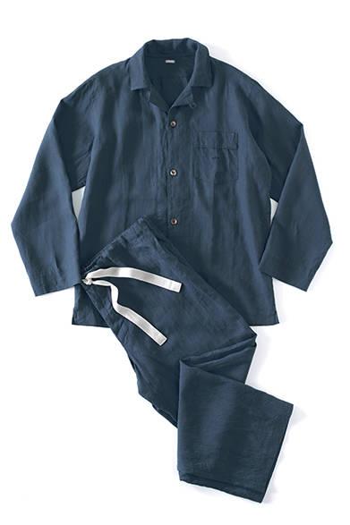 パジャマシャツ2万7000円、パジャマトラウザーズ2万5920円(ともにマーガレット・ハウエル)