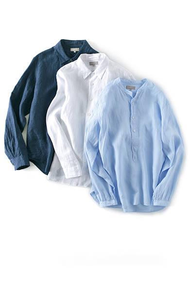 インディゴシャツ3万2400円、レギュラーカラーシャツ(ホワイト)3万1320円、カラーレスシャツ(ブルー)3万240円(すべてマーガレット・ハウエル)