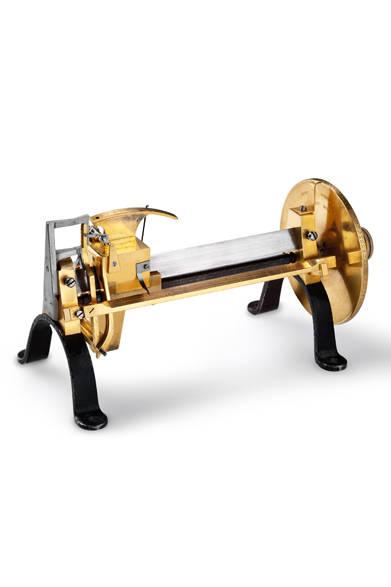 発明家でもあり、ジャガー・ルクルトの創業者でもあるアントワーヌ・ルクルト氏は、ミクロン単位での測定をはじめて可能とした装置を1844年に開発。以降、半世紀以上にわたり、測定基準としての役割を果たした