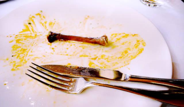 <br /> 感動的なおいしさの地鶏のコンフィ。みごとに完食!