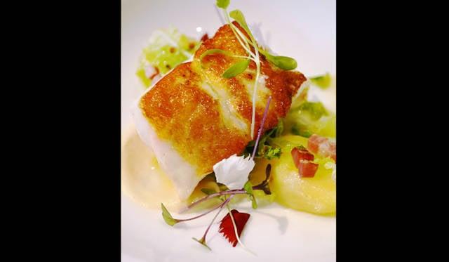 <br /> 見た目どおり、カリッと焼かれたスナッパー(タイの一種)。こちらも魚と同時に野菜がおいしい