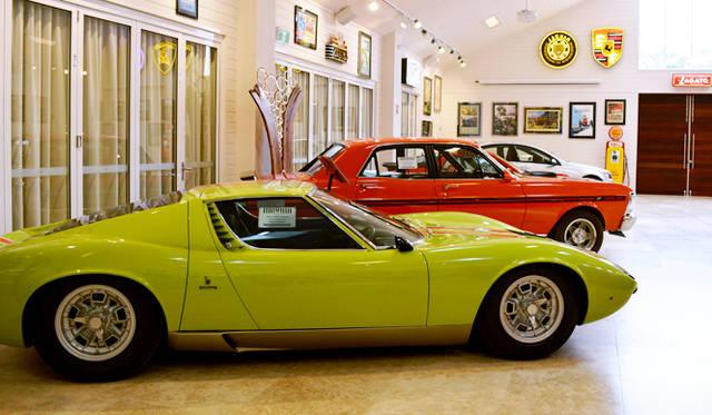 <br /> オーナーの趣味のビンテージカーコレクションのギャラリーを併設する