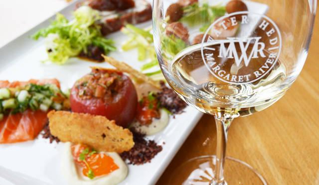 <br /> 西オーストラリアに限らず、豪州では秀逸なレストラン併設のワイナリーが多い。テイスト・プレートは自慢のワインとあわせて