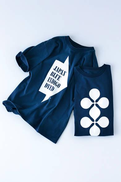 """藍染めで制作されたTシャツには「JAPAN BLUE INDIGO DYED」の文字が。またハウスインダストリーズを象徴するクローバー風のグラフィックを配したデザインもラインナップ。各1万2000円(ともにハウス インダストリーズ×ジャーナル スタンダード)※税抜価格<br /><br /><a href=""""/article/965140"""" class=""""link_underline"""">ハウス インダストリーズとのコラボライン</br>記事へ</a>"""
