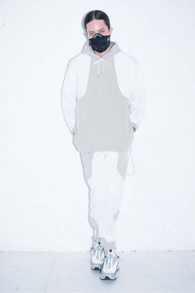 <strong>2015年春夏コレクション</strong><br />ORIGINAL TECH FABRIC PARKA 2万9160円、ORIGINAL TECH FABRIC TRACK PANTS 2万5920円