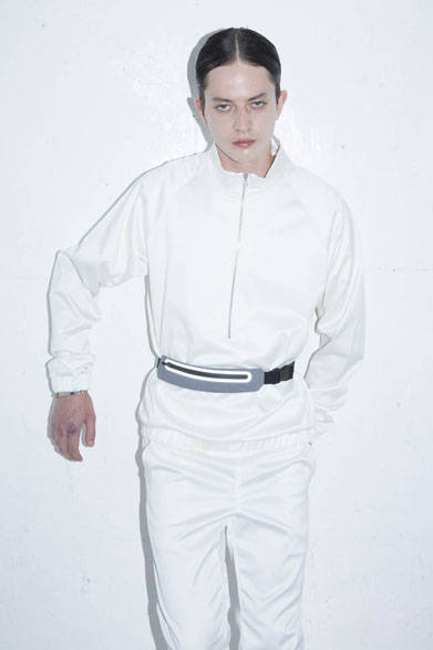<strong>2015年春夏コレクション</strong><br />HIGH TECH SPORTS PULLOVER 1万9980円、HIGH TECH TRACK PANTS 2万2680円