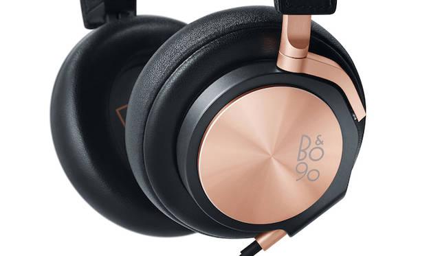 <strong>Bang & Olufsen|バング&オルフセン  Love Affair Collection BeoPlay H6</strong><br />快適な装着感を実現したヘッドフォン。厳選された高品質素材を使用し、ナチュラルで臨場感のあるサウンドパフォーマンスを耳元で。4万1715円(税抜)