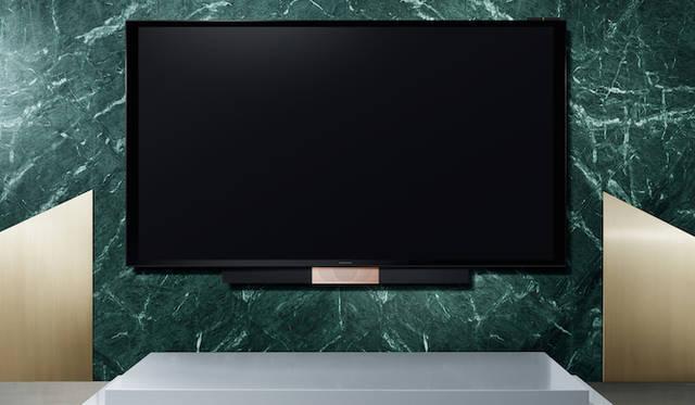 <strong>Bang & Olufsen|バング&オルフセン  Love Affair Collection BeoVision Avant 85</strong><br />最高品質の映像とテレビの常識を超えるサウンドで、リビングルームを本物の映画館のような空間に。フロアスタンド、BeoRemote Oneリモコン含む。454万3000円(税抜)