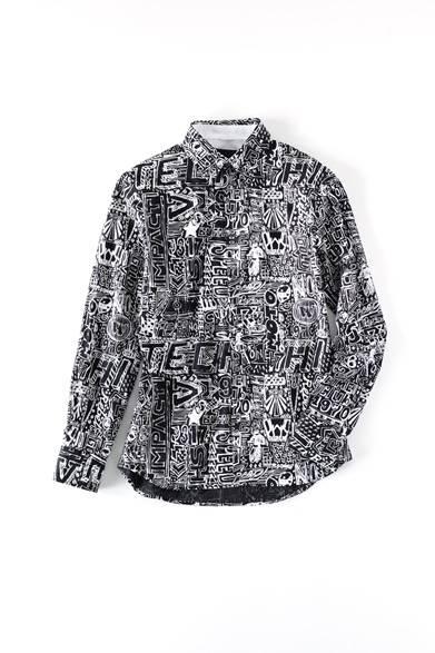 <strong>MENS|</strong>ベースはシャリ感のある薄手のコットンシャツ。ポップなグラフィックは80年代ストリートアートからのインスピレーションだ。ニットやスウェットの襟元からわずかに覗かせて、なんて使い方もお薦め。シャツ4万3200円(ディーゼル ブラック ゴールド)