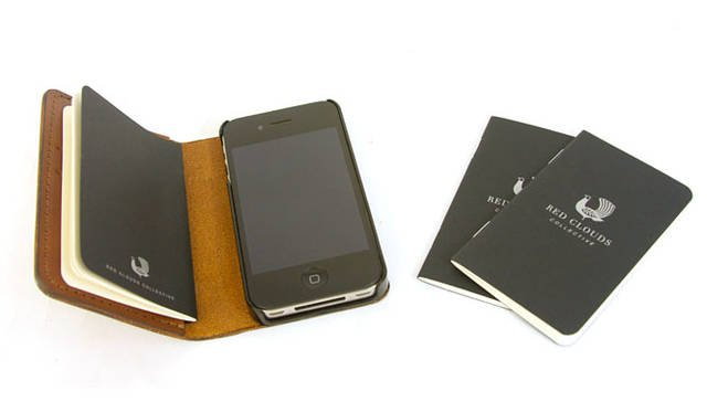<strong>RED CLOUDS COLLECTIVE|レッドクラウズコレクティブ</strong><br />ブック型レザー製iphoneケース「the GOOD book(ザ・グッドブック)」