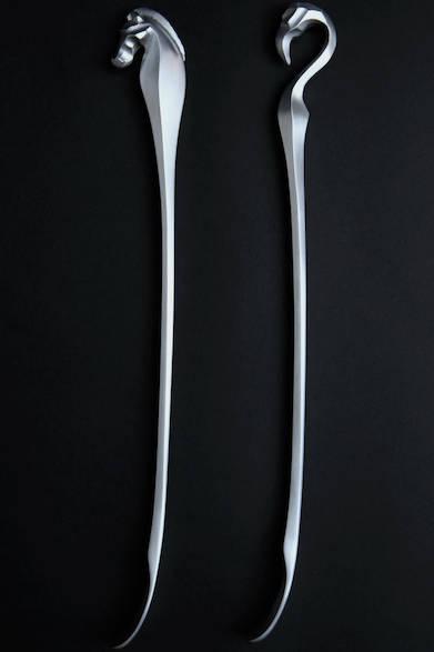 MAGONOTTE<br /> サイズ|440×25×55mm<br />カラー|ヘアラインポリッシュ<br /> 素材|AC7A高純度アルミ鋳物<br />  価格|1万5000円(税抜)