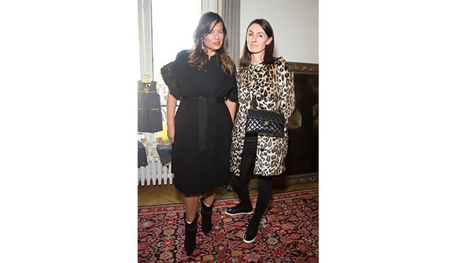 ミック・ジャガーの娘で、ジュエリーデザイナーとして活躍するジェイド・ジャガー(左)。