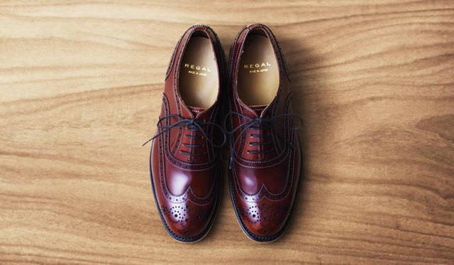 グッドイヤーウェルト製法を使ったウイングチップのモデル。靴の内側には、男性用の肉厚な裏革を用い、高い吸湿性と柔らかな履き心地を実現した。3万8880円