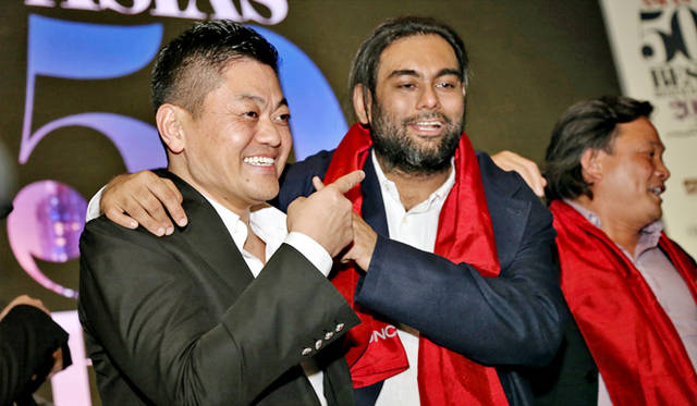 1位のガガン・アナンドと2位の成澤由浩