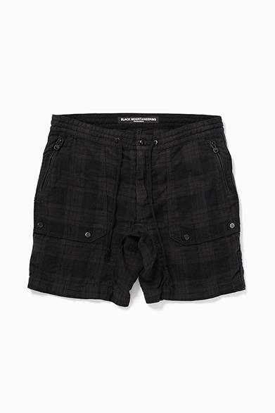 Black Mountaineering by White Mountaineering<br />LINEN SHORT PANTS<br /> 価格|2万8080円