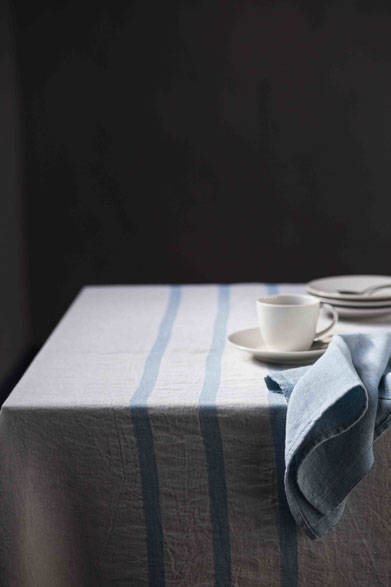 <strong>LAPUAN KANKURIT ラプアン カンクリ</strong><br />「USVA」table cloth (ブランケット)