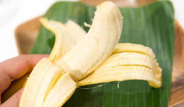 <strong>unifrutti|ユニフルーティー</strong><br />「地球育ち しあわせバナナ&reg;」<br />バナナが育つ限界の高度1000メートル以上で甘く太く育ったバナナは、日本で専用の追熟加工を職人の手によりほどこすことで、中心部までしっかりと糖化させることを実現。