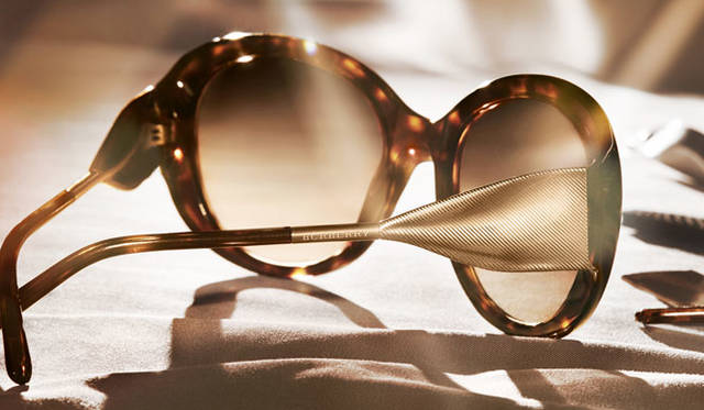 <strong>BURBERRY|バーバリー</strong><br />2015 SPRING&SUMMER EYEWEAR COLLECTION