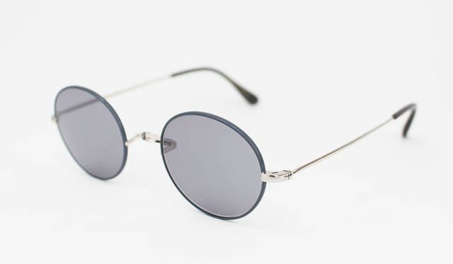 <strong>Continuer|コンティニュエ</strong><br />Oliver Goldsmith for Continuer「Oliver Oban」(Silver Grey)3万1320円 ※カラーレンズは別途1組3240円~