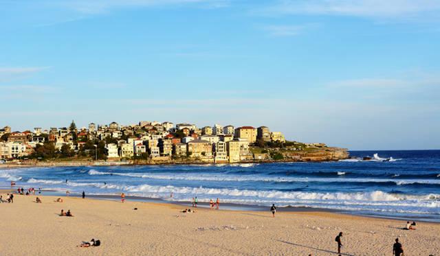 <br> サンセット時には多くの人が海を見に集まってくる