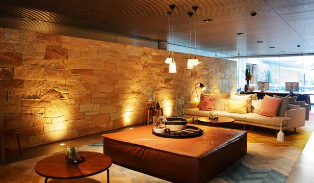"<br> <a href=""/article/952382/2#adina""  class=""link_underline"">Adina Apartment Hotel, Bondi Beach</a>のレセプション。奥に小さいけれどプールがある"