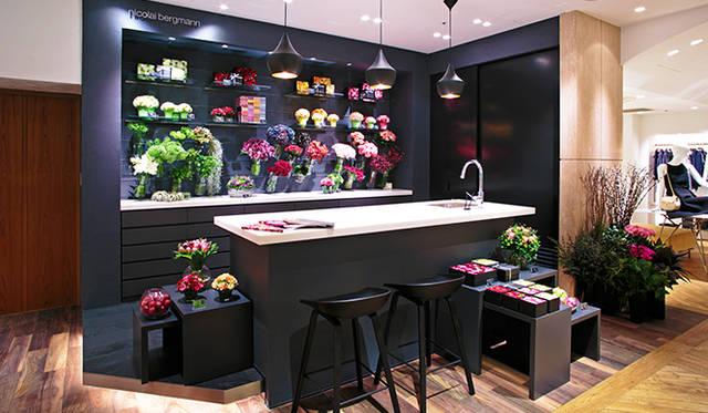 「エストネーション大阪店」には「ニコライ バーグマン」のインショップを併設。専門のスタッフが、相談しながら好みに合ったアレンジメントを製作することができる。